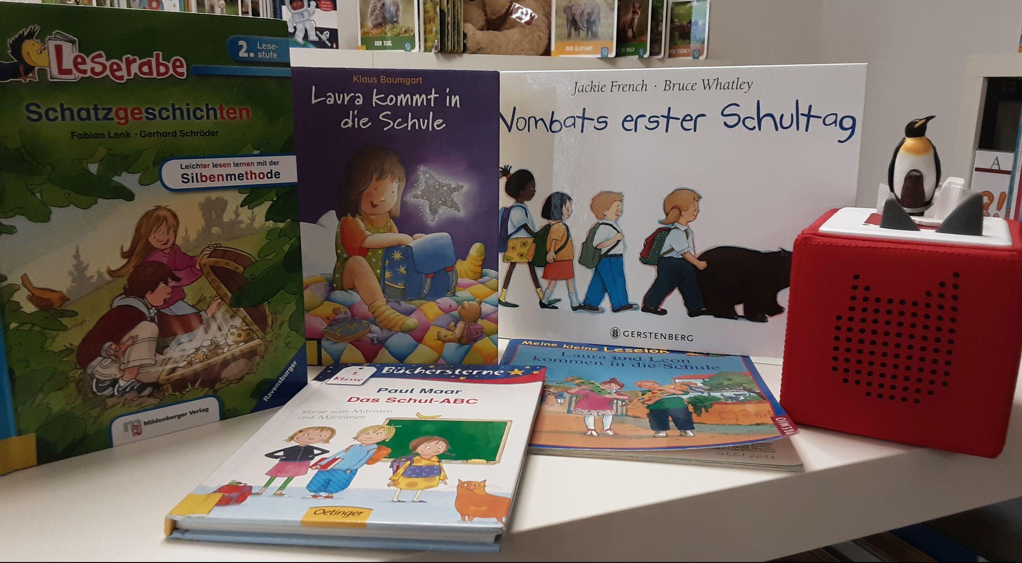 fünf aufgestellte Leselern-Bücher und Toniebox